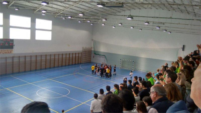 Los jugadores del Sinfín celebran el título conseguido