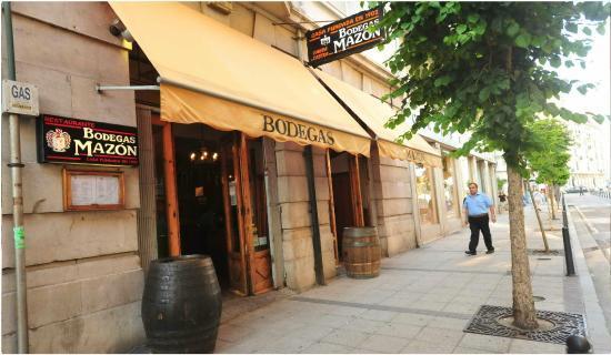 Bodegas Mazón en la calle Hernán Cortés 57 de Santander